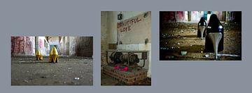 Hoge hakken in een industriële woestenij van