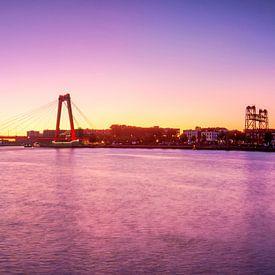 Sunrise at the Willemsbrug van Ilya Korzelius