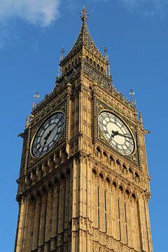 Big Ben met blauwe lucht in Londen, Engeland van R.Phillipson