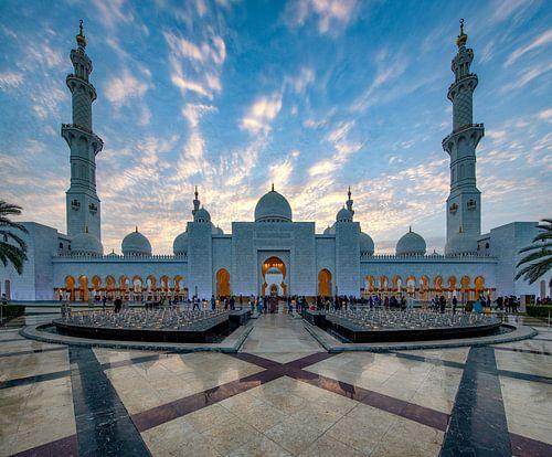 Sheikh Zayed Mosque bij zonsondergang van