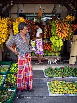 Kleurrijke fruitwinkel in Galle, Sri Lanka van Teun Janssen