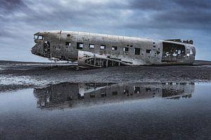 Abandoned DC3 wreckage (1)