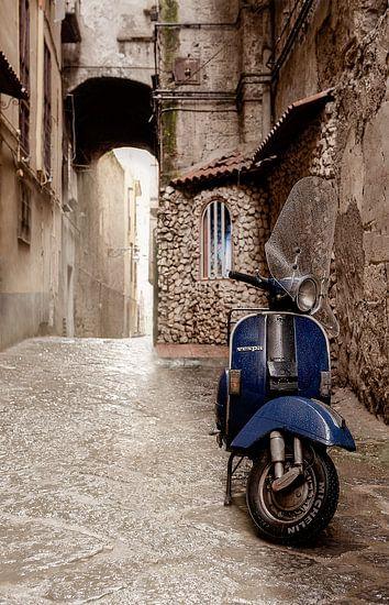 Blauwe Vespa scooter