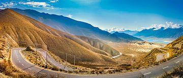 Panoramaroute door de bergen van Tibet van Rietje Bulthuis