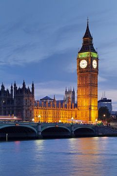 Big Ben bij de Houses of Parliament in Londen op het blauwe uur van Markus Lange