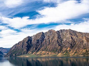 Het Bergmassief naast Lake Wanaka in Nieuw-Zeeland van Rik Pijnenburg
