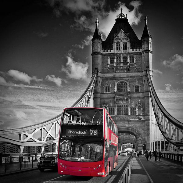 LONDON Tower Bridge & Red Bus van Melanie Viola