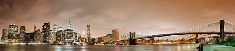 Manhattan skyline panorama bij nacht van Steve Van Hoyweghen