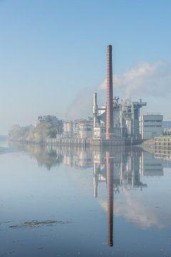 Fabriek Croda langs de IJssel van Gouda op zijn mooist