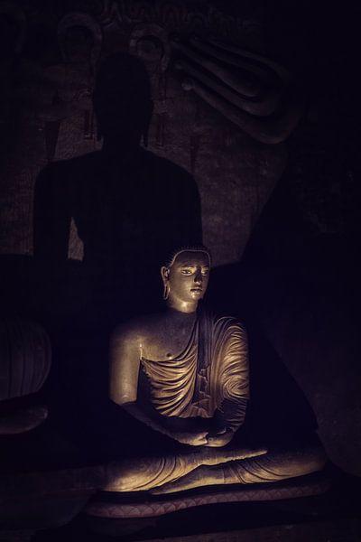 Mysterieuze Boeddha in grot van Eddie Meijer