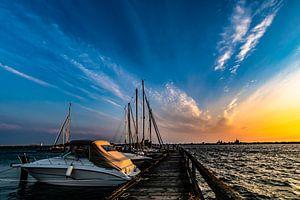 Motorboote & Segelschiffe, Sonnenuntergang am Hafen Altefähr, Insel Rügen