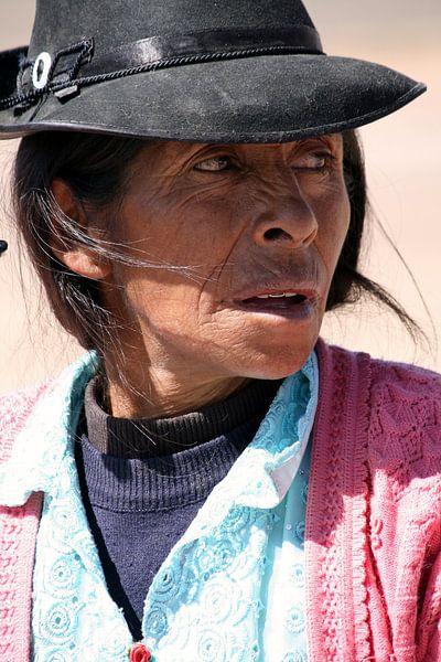 Old Peruvian woman van Gert-Jan Siesling