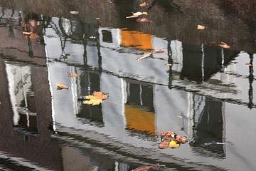 Spiegeling in de Oude Gracht van Utrecht 4 van
