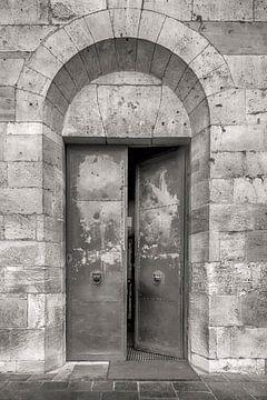 Kirchentür Dom von Trier von Peter Bartelings Photography