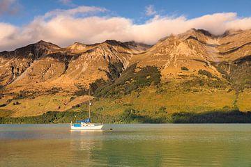 Zeilboot in de Glenorchy Lagoon, Nieuw-Zeeland van Markus Lange