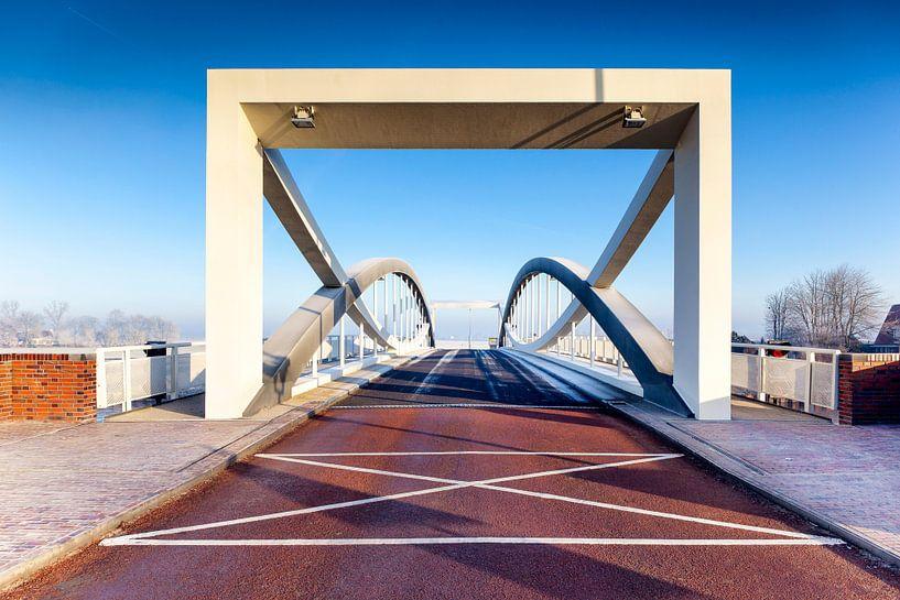 Nieuwe hefbrug bij Dorkwerd, in Groningen van Evert Jan Luchies