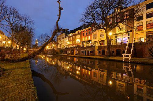 Oudegracht in Utrecht tussen Geertebrug en Smeebrug von Donker Utrecht