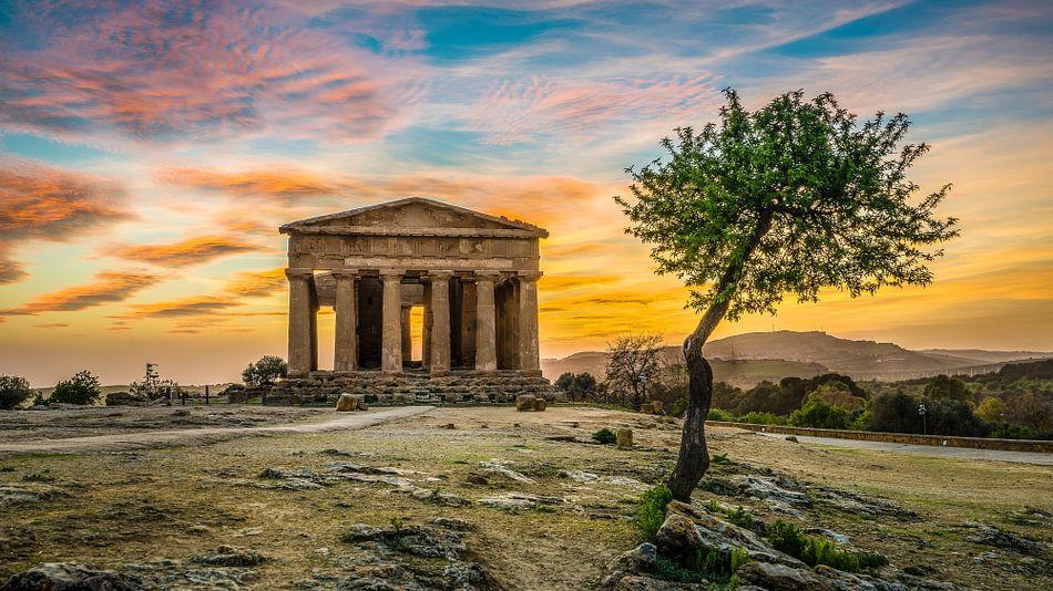 Tempio della Concordia - Valle dei Templi - Sicilië  van Teun Ruijters