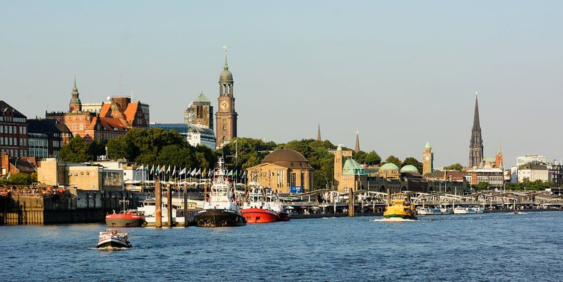 The St. Pauli Piers in the Port of Hamburg van Gisela Scheffbuch