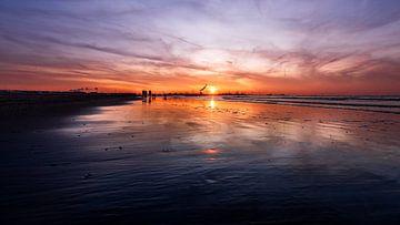 Morgen zal de zon weer op komen! van Mark de Bruin