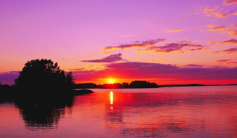 Coucher de soleil et crépuscule colorés en Finlande sur Roger VDB