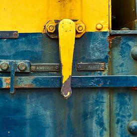 Kleurrijke details van een oude treinlocomotief van Jenco van Zalk