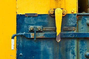 Kleurrijke details van een oude treinlocomotief