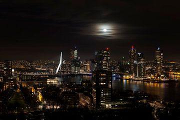 Pleine lune à Rotterdam sur Brian Romeijn