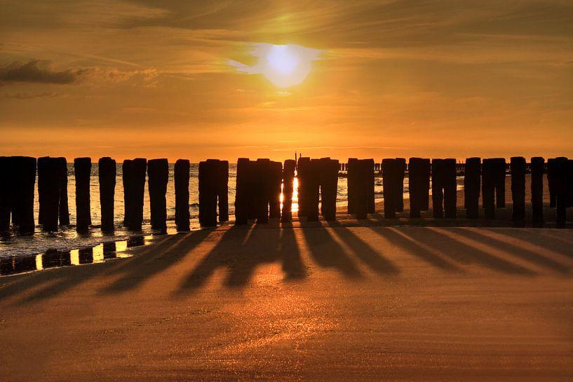 Zonsondergang strand Zoutelande van MSP Canvas