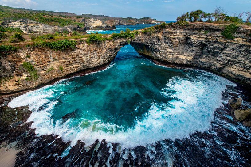 Broken Beach op Nusa Penida, eiland van Bali van Ellis Peeters