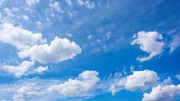 Lucht met wolken van Günter Albers