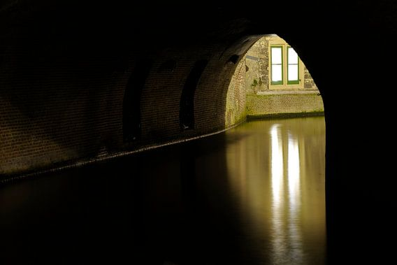 Kelderraam van Paushuize aan de Kromme Nieuwegracht in Utrecht van Donker Utrecht