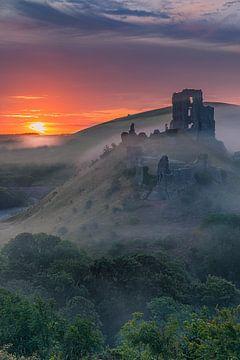 Sunrise Corfe Castle, Dorset, England von Henk Meijer Photography