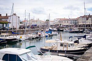 Zicht op de haven van Saint-Martin-deRé van Youri Mahieu
