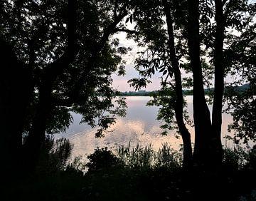 De Lek bij zonsondergang in Culemborg van Anouk IJpelaar