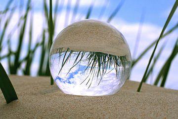 Glaskugel am Strand sur Steffi Flei
