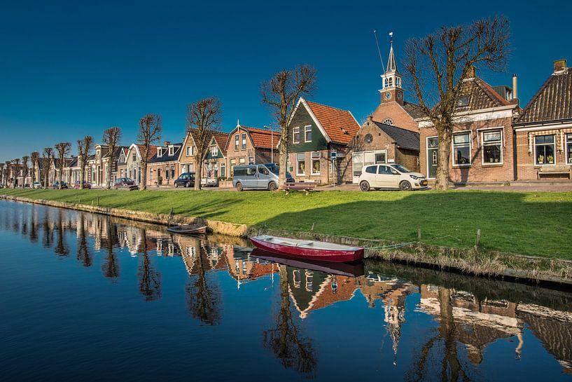 De langgerekte vaart van Stavoren, Friesland. van Harrie Muis