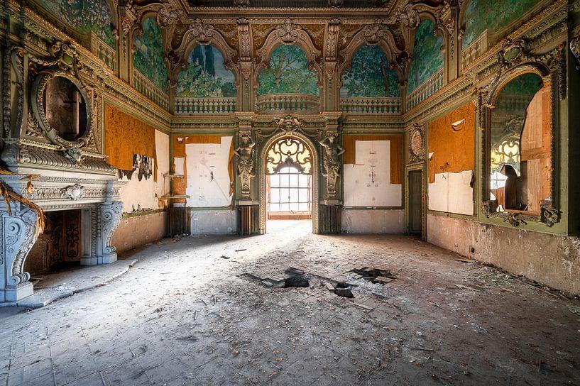 Enorme Kamer in Verlaten Villa. van Roman Robroek