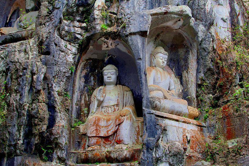 Boeddha's, Lingyin tempel, China van Inge Hogenbijl