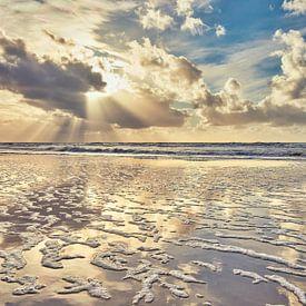 Noordzeestrand en de Noordzee tijdens de zonsondergang van eric van der eijk