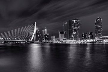 Rotterdamer Skyline schwarz-weiß von Fotografie Ronald
