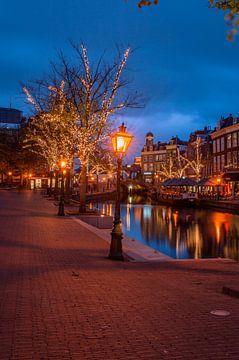 Stadhuisplein en nieuwe rijn in Leiden van Richard Steenvoorden