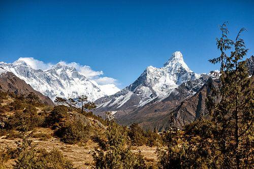 Mount Everest en Ama Dablam  van Thea Sijtsma