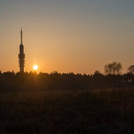 Hilversums trots: de tvtoren bij zonsondergang van Danielle Bosschaart