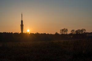 Hilversums trots: de tvtoren bij zonsondergang
