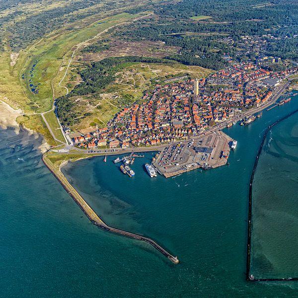 Dorp en haven Terschelling van Roel Ovinge