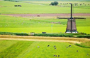 Hollands landschap met molen vanuit de lucht