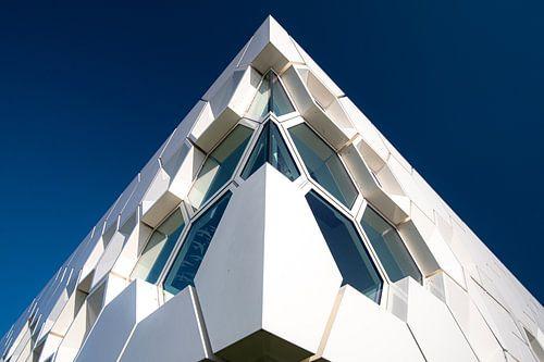 Moderne architectuur museum op Afsluitdijk