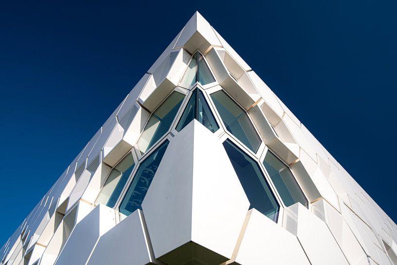 Moderne architectuur museum op Afsluitdijk van Fotografiecor .nl