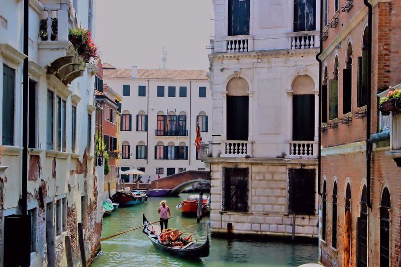 Deze Wereld - Venetië Kanaalzicht van Loretta's Art